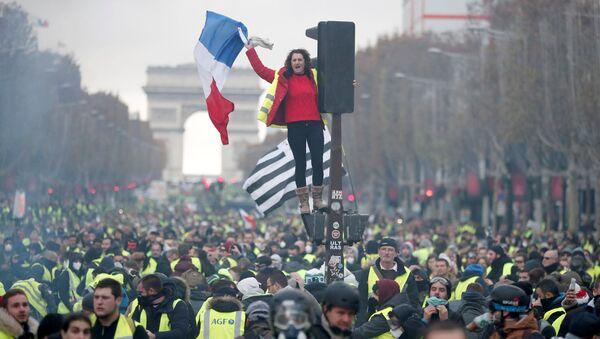 Žluté vesty, protesty V Paříži - Sputnik Česká republika