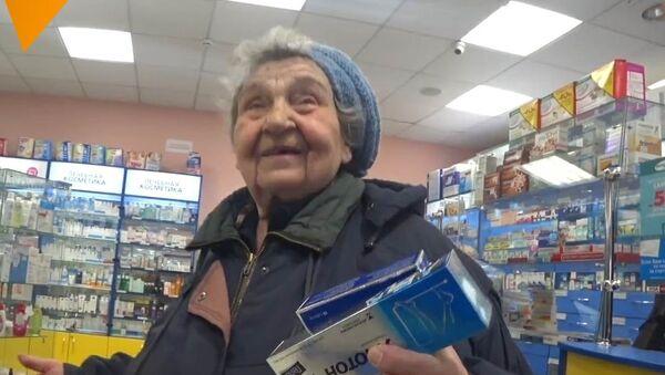 Blogeři babičkám zaplatili léky. Jejich reakce je drahocenná - Sputnik Česká republika