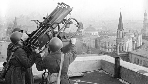 Sovětská protiletadlová děla na střeše hotelu Moskva. 15. říjen 1941 - Sputnik Česká republika