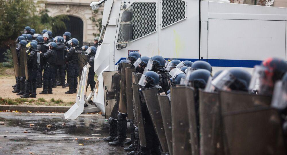 Policie během protestů žlutých vest v Paříži. Ilustrační foto
