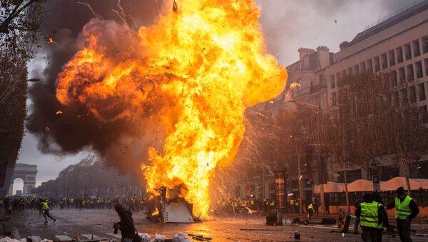 Protesty hnutí žluté vesty. Paříž. Francie - Sputnik Česká republika