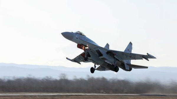 Suchoj Su-35S vysocemanévrovatelný univerzální stíhací letoun  - Sputnik Česká republika