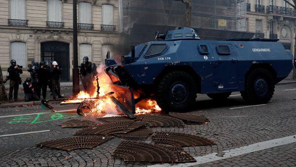 Záběry z protestů ve Francii - Sputnik Česká republika