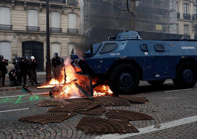Záběry z protestů ve Francii