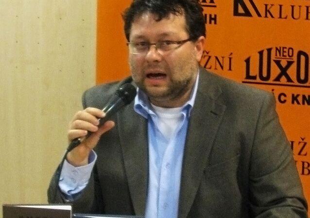 Jaroslav Kmenta – český investigativní novinář a spisovatel.