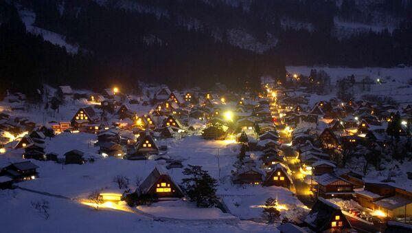 Zasněžená vesnice Shirakawa-go, která se nachází v horské oblasti ostrova Honshu v Japonsku - Sputnik Česká republika