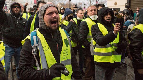 Demonstrace žlutých vest v Paříži - Sputnik Česká republika