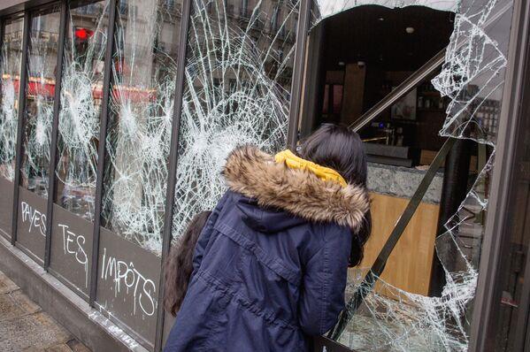 """Co se stalo s Paříží po protestech """"žlutých vest""""? - Sputnik Česká republika"""