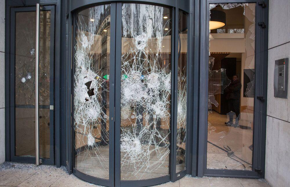 """Co se stalo s Paříží po protestech """"žlutých vest""""?"""