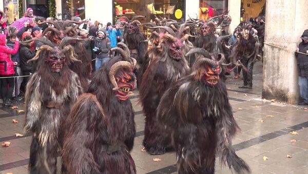 Legendární folklorní postavičky vyrazily do ulic Mnichova. Užijte si sváteční náladu - Sputnik Česká republika