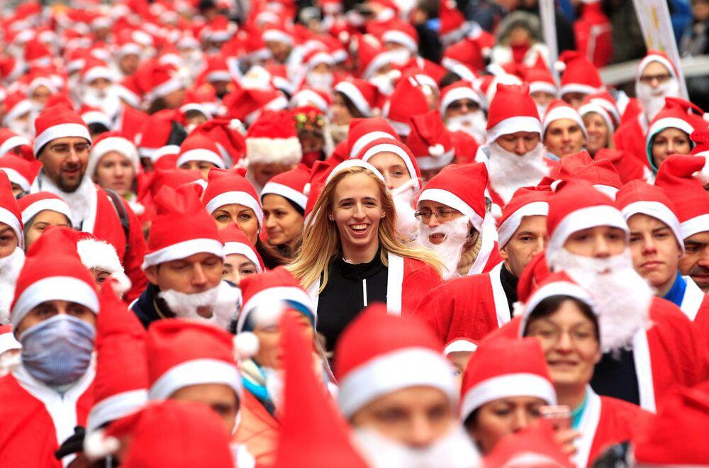 Charitativní závod Santa Klausů. Budapešť, Maďarsko