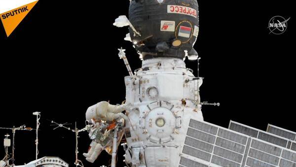 Ruští kosmonauti pracují v otevřeném prostoru - Sputnik Česká republika