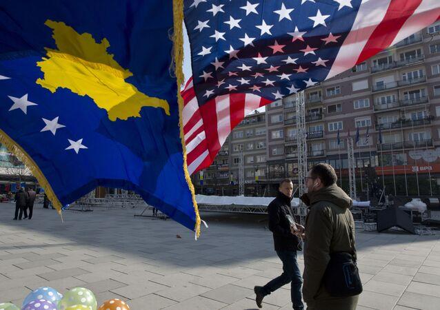 Vlajky Kosova a USA v Prištině