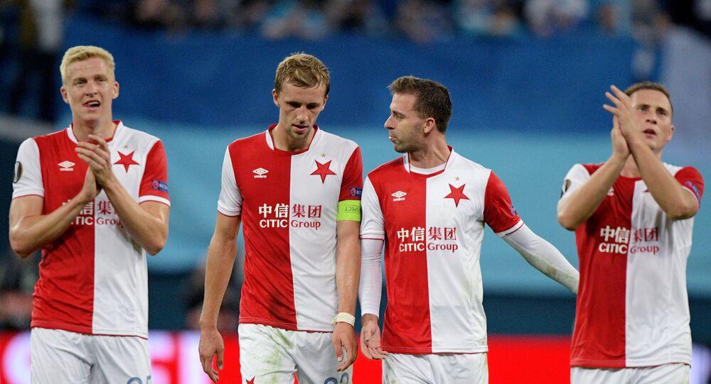 Hráči Slavie Praha po zápase se Zenitem v Petrohradu