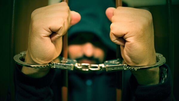 Muž spoutaný za mříže - Sputnik Česká republika