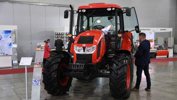 Traktor ANT ZETOR 4135F na výstavě v Rusku - Sputnik Česká republika