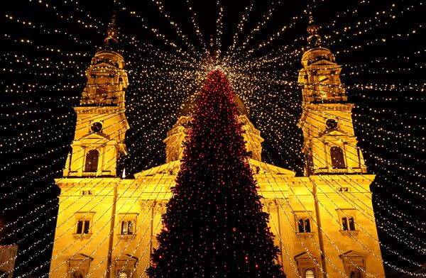 Letošní magické a okouzlující vánoční stromky po celém světě - Sputnik Česká republika