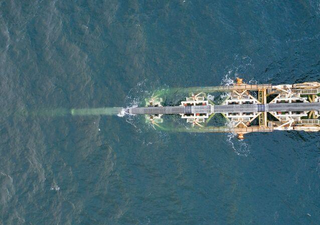 Stavba plynovodu Severní proud 2 v německých vodách