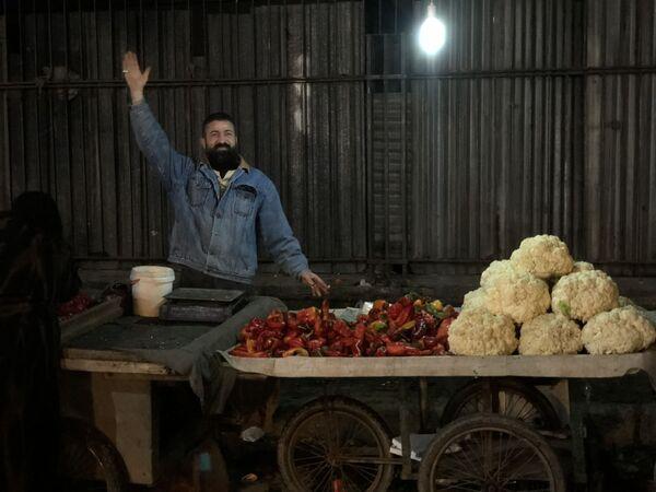 Noční trh v nejlidnatěším syrském městě Aleppu - Sputnik Česká republika