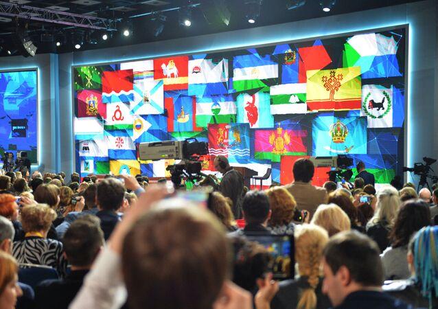 Novináři před začátkem velké výroční konference prezidenta Putina
