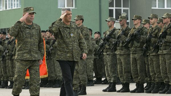 Vojenská přehlídka za účasti kosovského prezidenta Hashima Thaçiho a velitele bezpečnostních sil Rrahmana Ramy - Sputnik Česká republika
