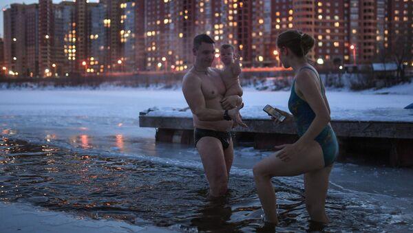 Členové otužileckého klubu a zimního plavání v Novosibirsku - Sputnik Česká republika