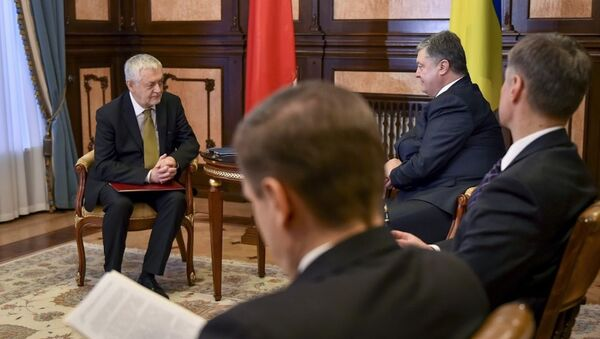 Polský velvyslanc na Ukrajině Jan Piekło během setkání s ukrajinským prezidentem Petrem Porošenkem - Sputnik Česká republika