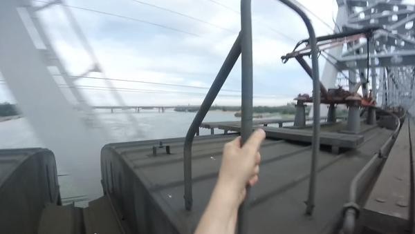 Jak se baví na Sibiři: surfování na vlaku - Sputnik Česká republika