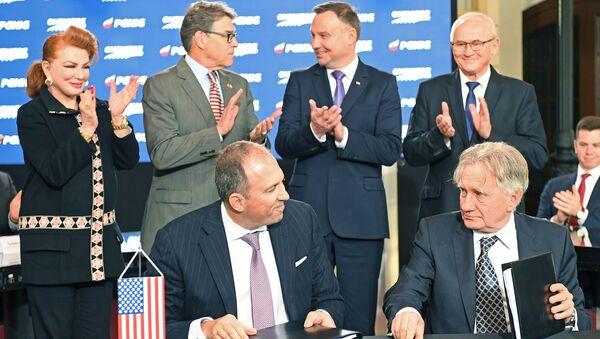 Podepsání dohody o dodávkách amerického LNG v Polsku - Sputnik Česká republika