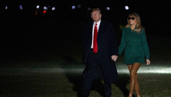 Президент США Дональд Трамп и его супруга Меланья по возвращении из поездки в Ирак - Sputnik Česká republika