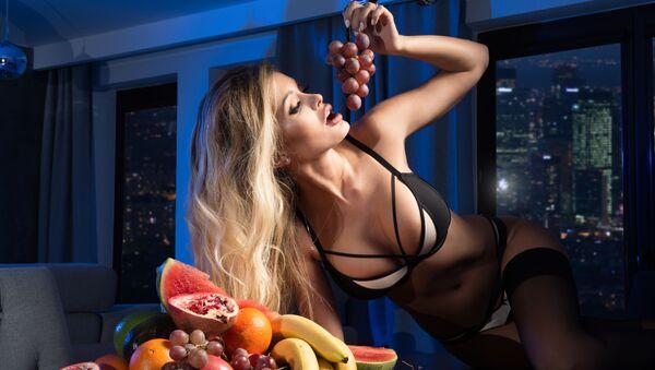 Dívka jí ovoce - Sputnik Česká republika