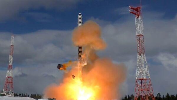 Start rakety Sarmat s kosmodromu Pleseck. Ilustrační foto - Sputnik Česká republika