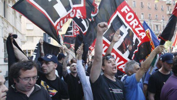 Ultrapravicoví aktivisté během demonstrace v Miláně - Sputnik Česká republika