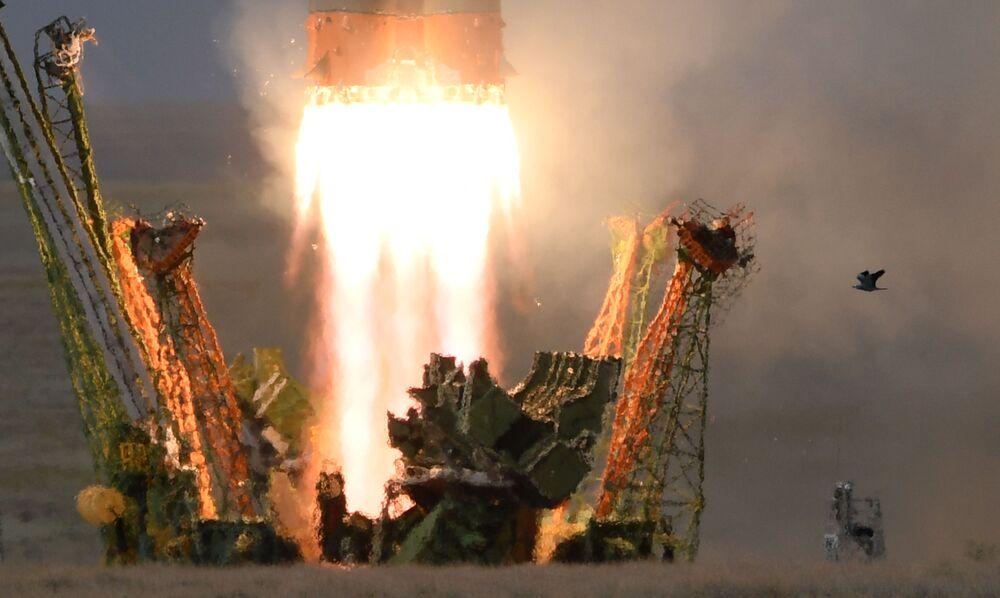 Start nosné rakety Sojuz-FG s kosmickou lodí Sojuz MS-09 ze spouštěcího bloku první startovní plochy Gagarinskaja kosmodromu Bajkonur