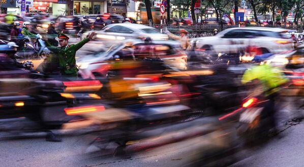 Silniční provoz v Hanoji, Vietnam - Sputnik Česká republika