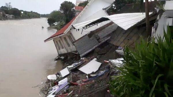 Zničený dům po zemětřesení na Filipínách - Sputnik Česká republika