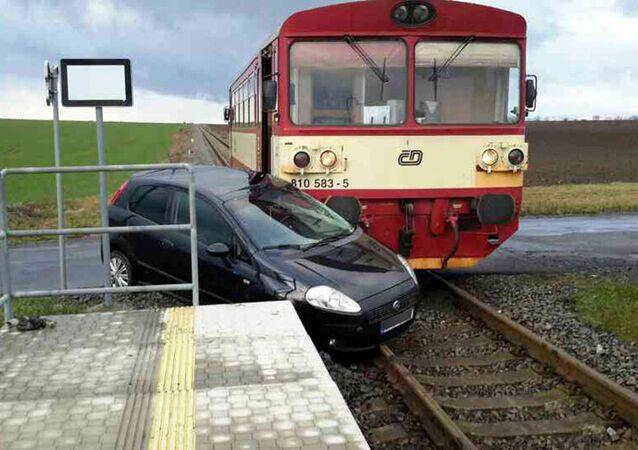 Osobní vlak se srazil s osobním automobilem. Ilustrační foto