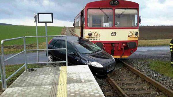 Osobní vlak se srazil s osobním automobilem. Ilustrační foto - Sputnik Česká republika
