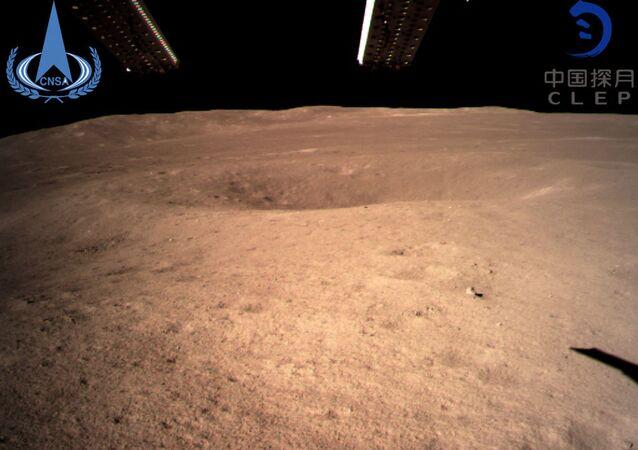 první fotografii z odvrácené strany Měsíce