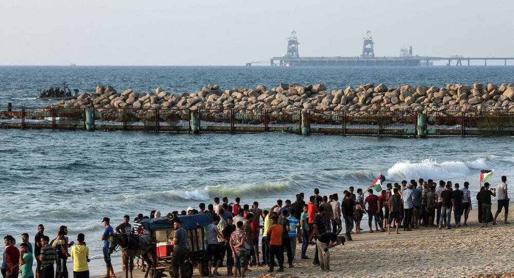 Palestinci protestují proti stavbě mořské zdi (2. září 2018)