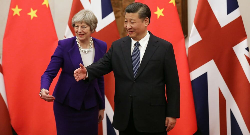 Chinese President Xi Jinping (R) and Britain's Prime Minister Theresa May
