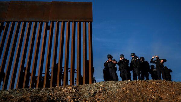 Američtí pohraničníci na americko-mexické hranici - Sputnik Česká republika