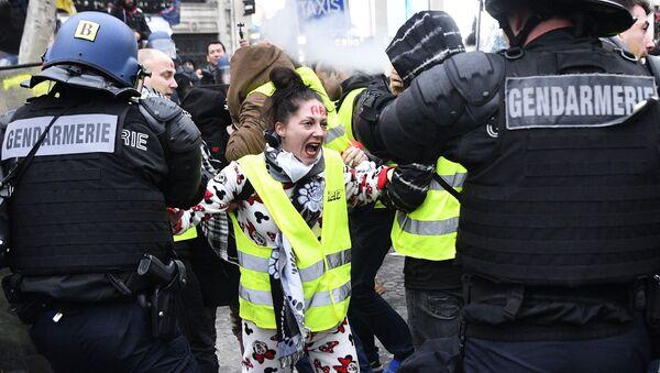 Protestvní akce žlutých vest v Pařiží - Sputnik Česká republika