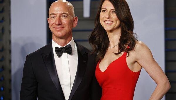 Jeff Bezos a MacKenzie Bezos - Sputnik Česká republika