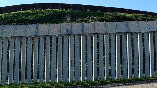 Americko-mexická hranice - Sputnik Česká republika
