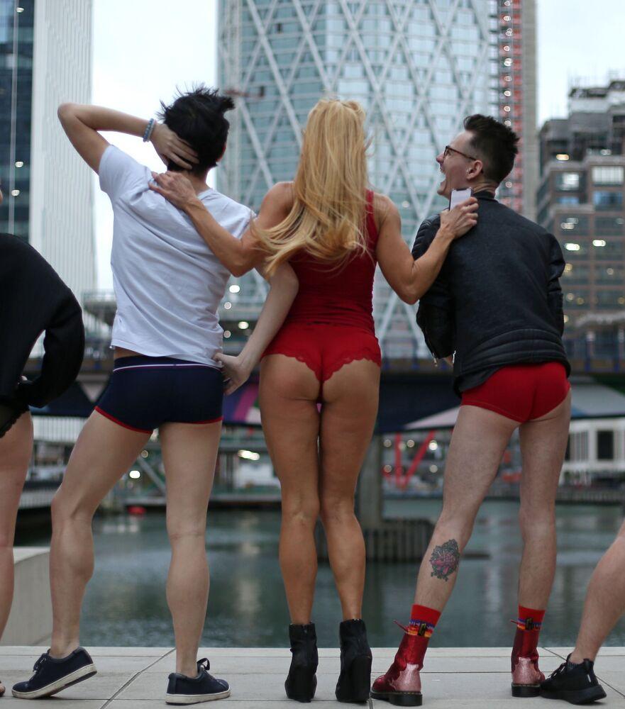 Nezmrzne vám zadeček? Světové oslavy Dne bez kalhot