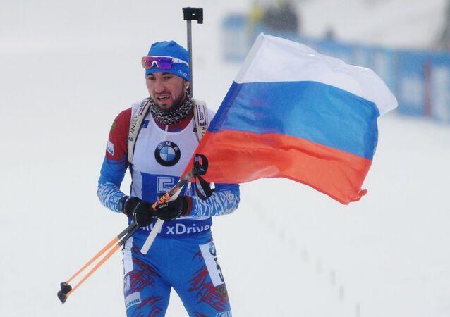 Alexandr Loginov při dojezdu vítězné štafety v německém Oberhorfu