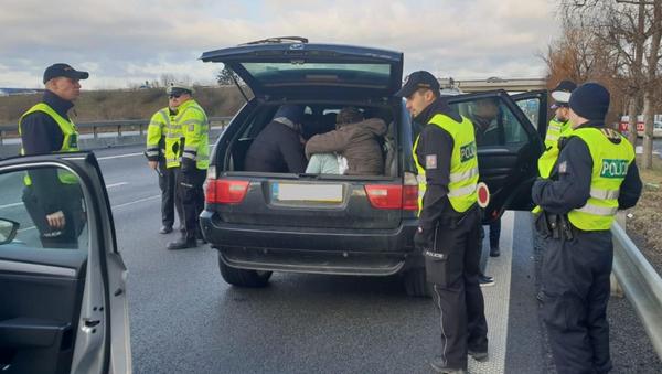 Česká policie zadržela migranty - Sputnik Česká republika