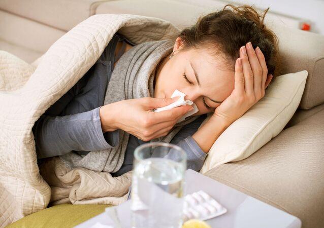 Dívka během nachlazení