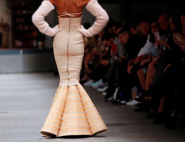Provokace a trochu té erotiky: Co se nosilo na Týdnu módy v Berlíně - Sputnik Česká republika